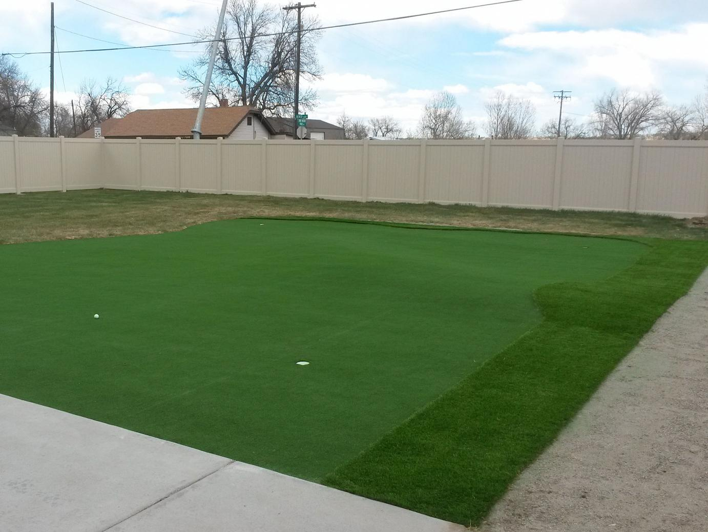 fake grass carpet hemphill, texas home putting green, backyard
