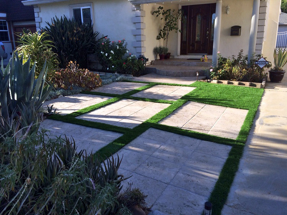 Fake Grass Carpet Humble, Texas Landscape Design, Front Yard Landscape Ideas - Fake Grass Carpet Humble, Texas Landscape Design, Front Yard