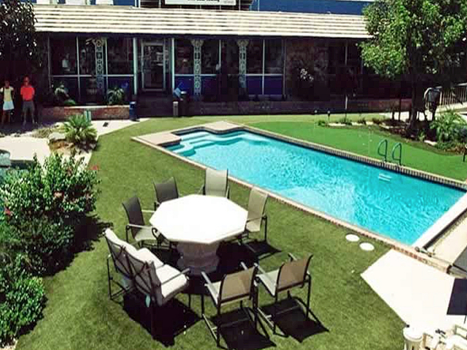 Faux grass prairie view texas home and garden above for Back garden swimming pool