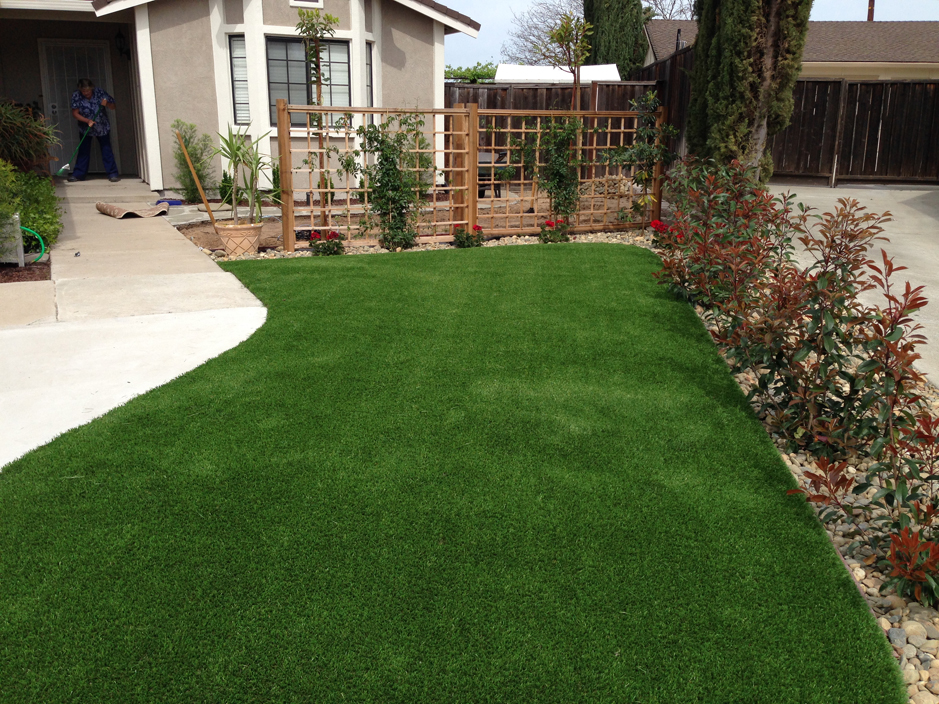 Installing artificial grass yorktown texas landscaping for Best grass for landscaping